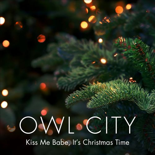 Kiss Me Babe, It's Christmas Time